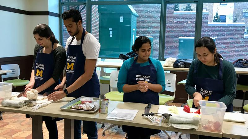 U-M medical students participate in Culinary Medicine course