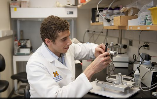 Dr. Kashlan in the Lab