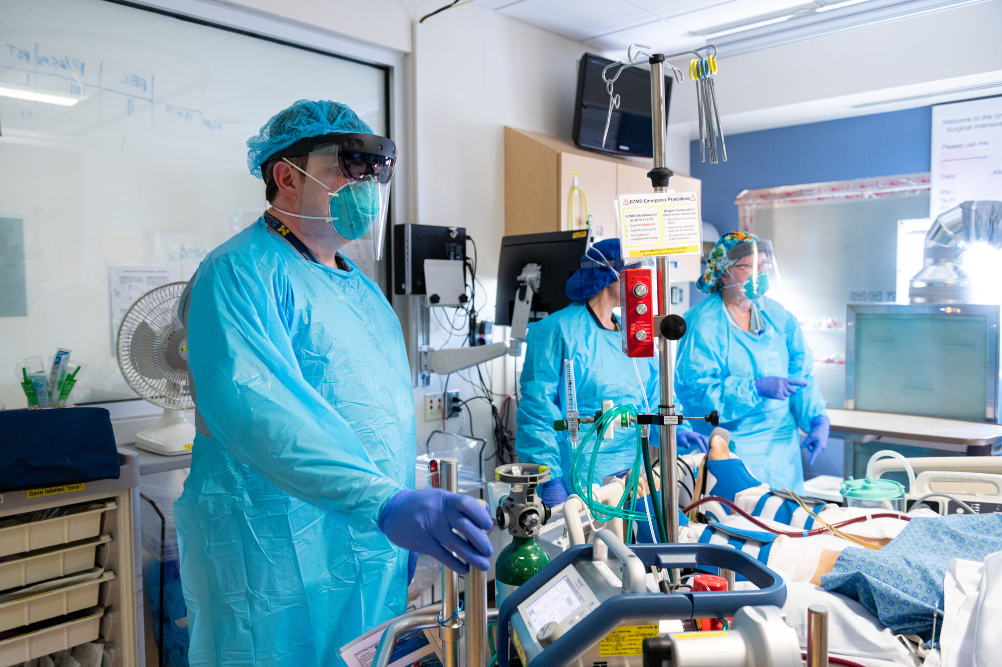 Dr. Cohen and team members conducting virtual rounds with HoloLens2 technology
