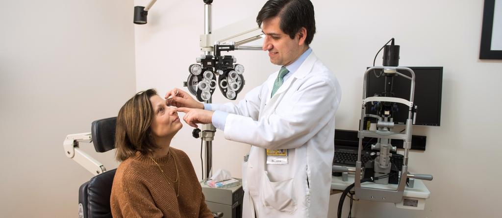 Shahzad Mian, MD, examines patient Linda Bunker