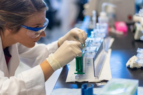 photo of a researcher in the NeuroNetwork for Emerging Therapies Lab