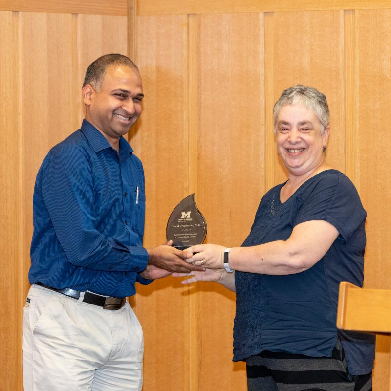 HILS Director presents award to Vydiswaran