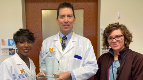 Dr. Michael Munson receives the 2020 MPMA Residency Director Award